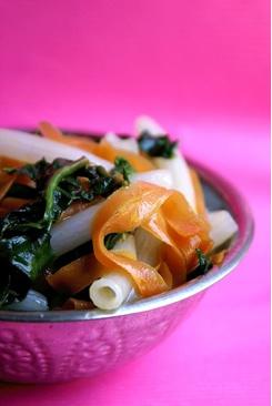 Ricetta: Pasta con carote, spinaci e aceto balsamico