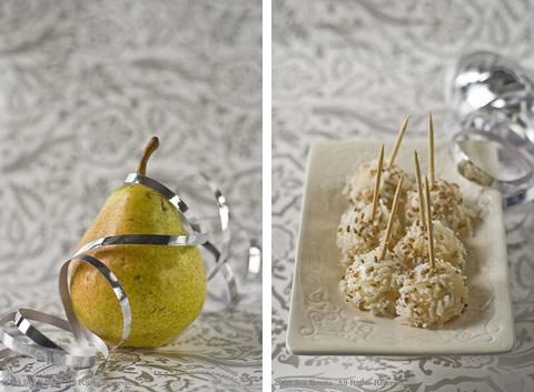 Palline di pera con una copertina di Parmigiano e semi di sesamo