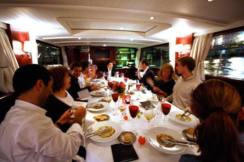Veuve Clicquot - cena sulla Senna
