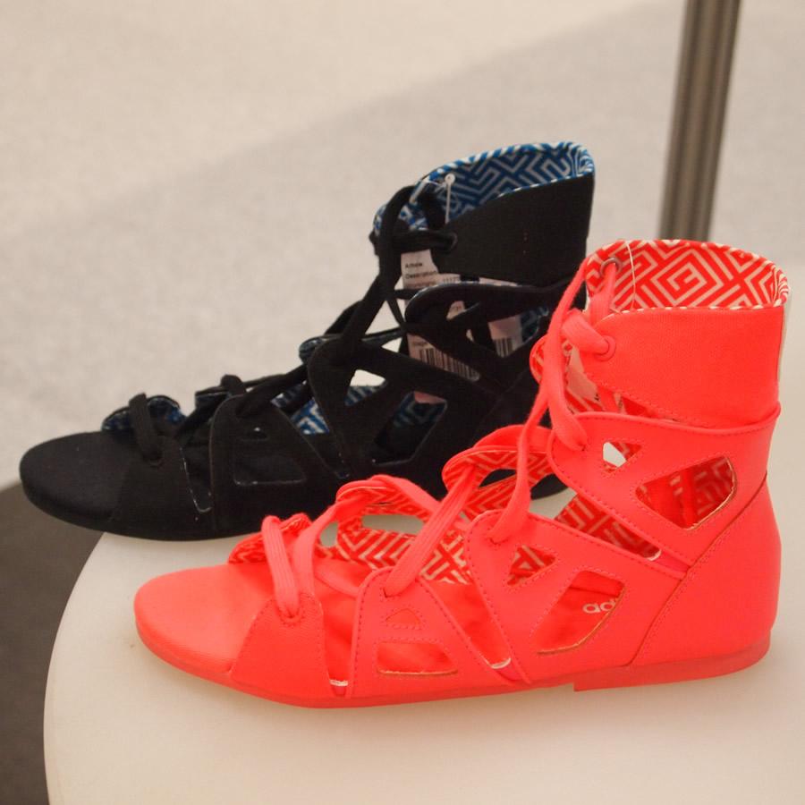 newest 57866 cea91 Lo so, è ormai tempo di rimettere nellarmadio sandali, infradito e  sneakers di tela per far posto a stivali e scarponcini vari… però è sempre  bello pensare ...