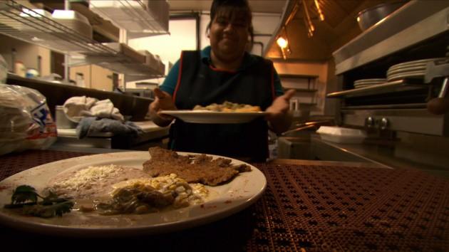 Gabby Martinez, proprietaria insieme a suo marito Francisco del ristorante La Cocina de Gabby a Tucson, Arizona