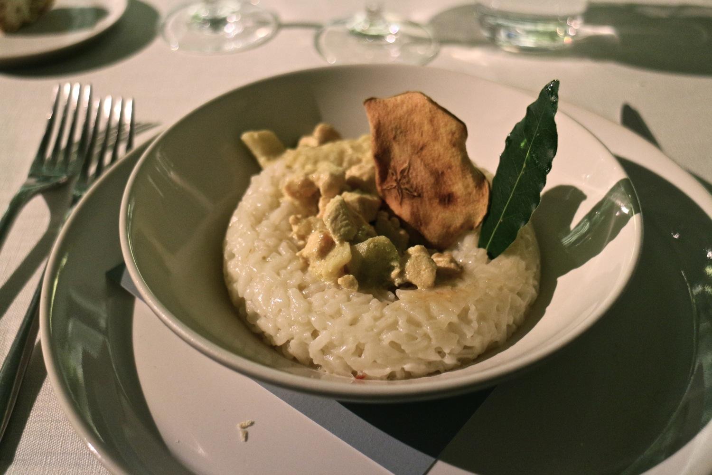bomba di riso bianca con fricandò di pollo al curry