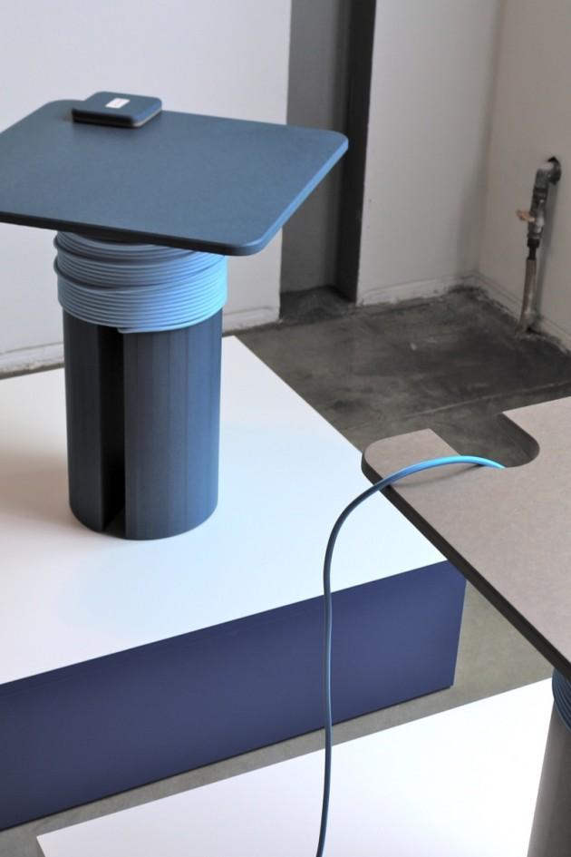 Rocchetto, side-table con presa elettrica mobile
