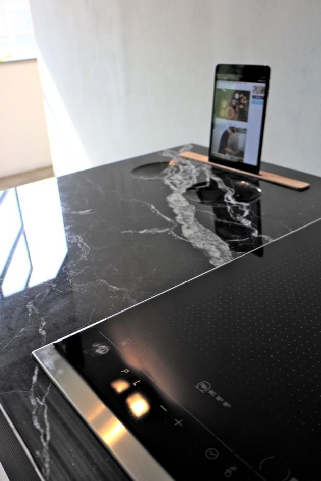 K, mini-cucina con dock per tablet e piastre a induzione