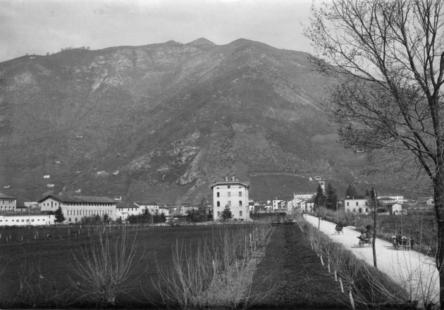 Follina, vista del Lanificio Paoletti in una foto d'epoca