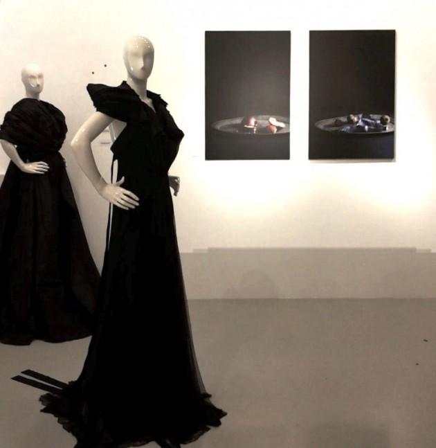 seasonless dress: DiLiborio by Liborio Capizzi, White Label, 2013; cappa: Renato Balestra Haute Couture AI 2012; fotografie: Marco Bertolini, 2012