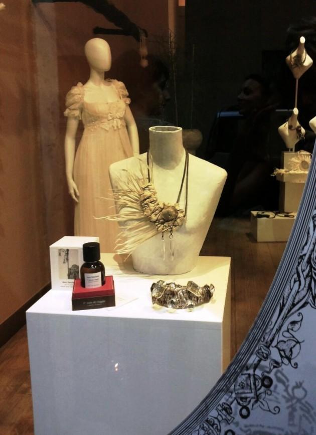 da Beyond Black atelier La Maison Blanche - abito da sposa: Christian Lacroix; accessori: Myriam B. e 3a nota di viaggio (Ciavuru_d'amuri) di Meo Fusciuni