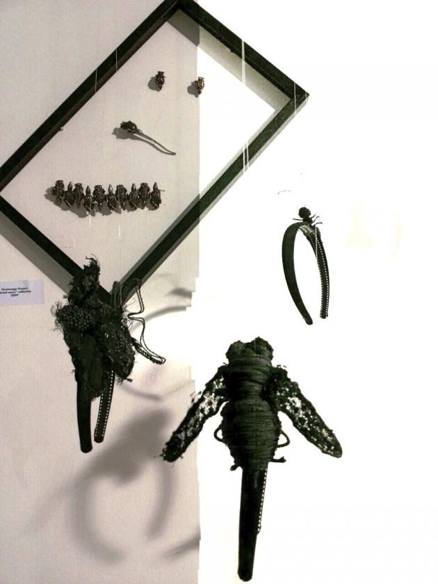 parure di diamanti neri e argento brunito della collezione Dried Roses (2009) di Vernissage Project; cerchietti: Olga Pong, pezzi unici realizzati appositamente per l'evento