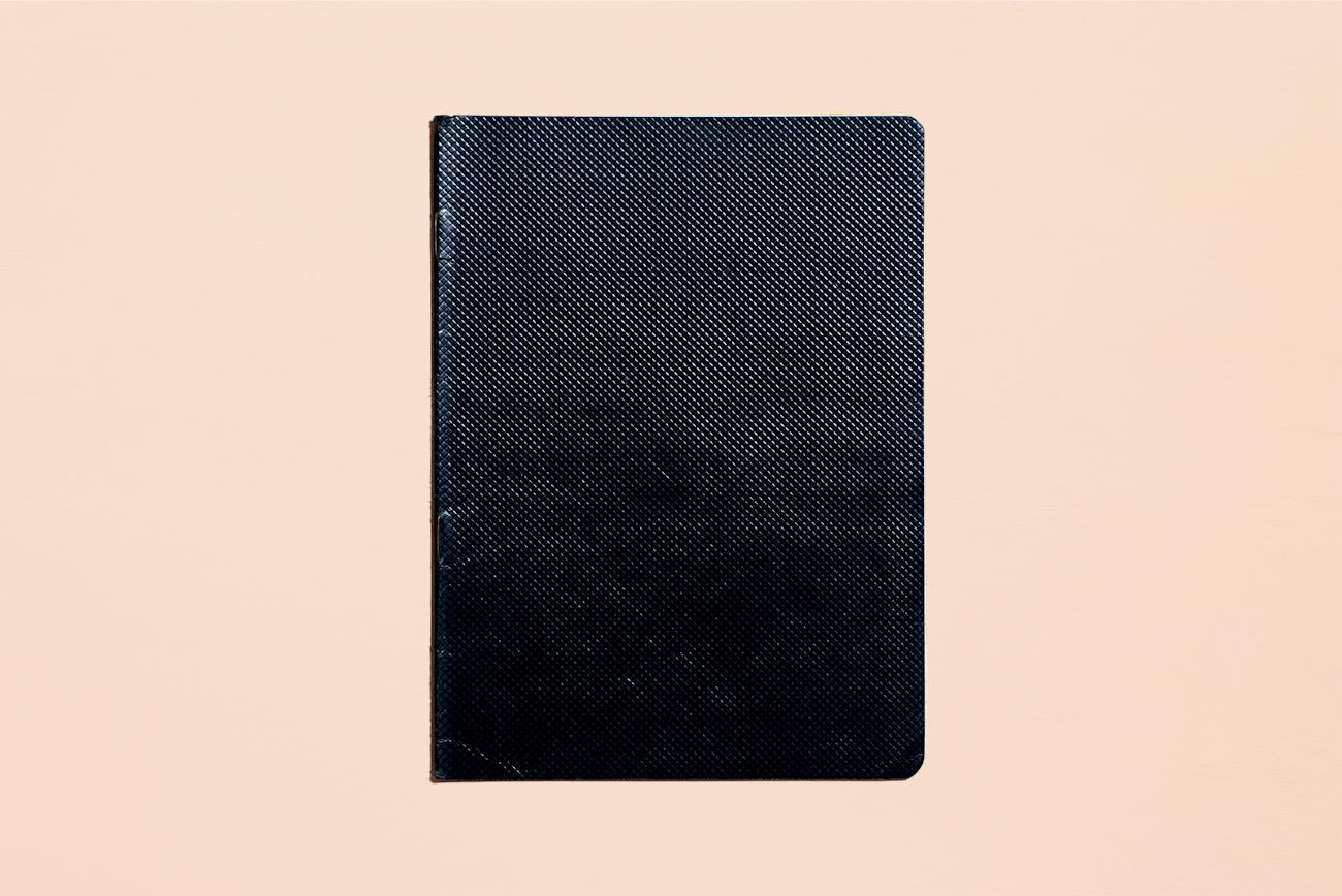 """Un quaderno """"dei poveri"""", con la copertina nera, anni '50"""