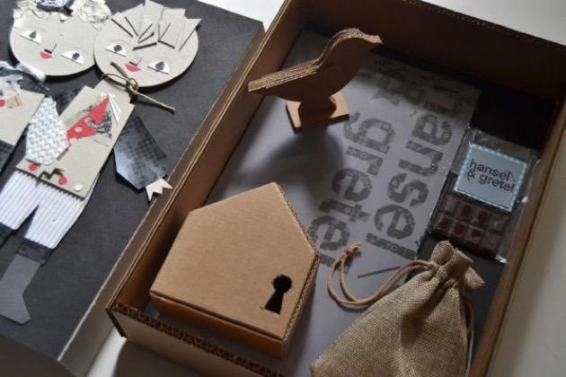 Hansel & Gretel — un box in edizione speciale con dentro il libro illustrato e alcuni personaggi e oggetti della storia