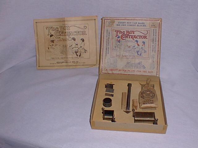 The Boy Contractor materiali: metallo, polvere da stampaggio epoca: anni '10 e '20