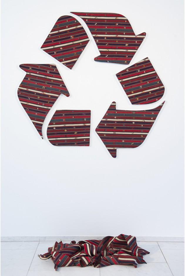 "Faig Ahmed, ""Recycled"", 140x140cm, tappeto tessuto a mano, 2014"