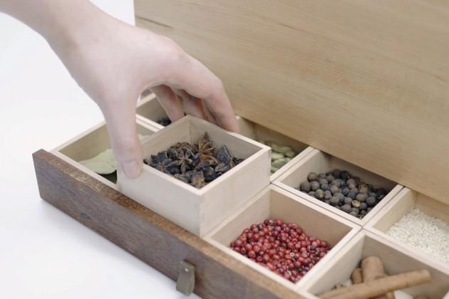 """""""Rice & Spice"""", di Jinghua Luo Contenitore per riso e spezie, ispirato a quelli tradizionalmente in uso in Asia. Le spezie aiutano a tenere lontani i parassiti del riso mentre il riso serve da umidificatore naturale per le spezie, evitando che si secchino"""