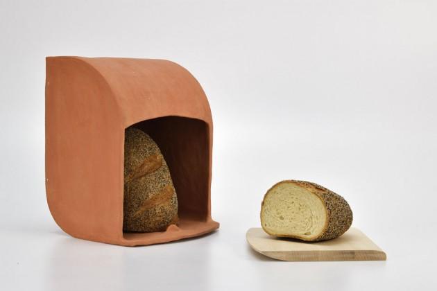 """""""Nest"""", di Juliana De Filippis. Un contenitore in terracotta per conservare il pane"""