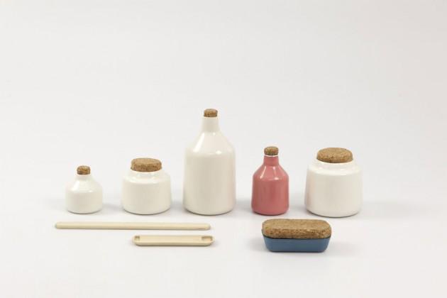 """""""The Toothpaster"""", di Olof Janson. Chiunque può produrre in casa il proprio dentifricio, utilizzando solo prodotti naturali. C'è tutto un mondo di auto-produttori di dentifricio che si scambiano ricette online (e non) e questo è un sistema di contenitori e strumenti per conservare e utilizzare il prodotto"""