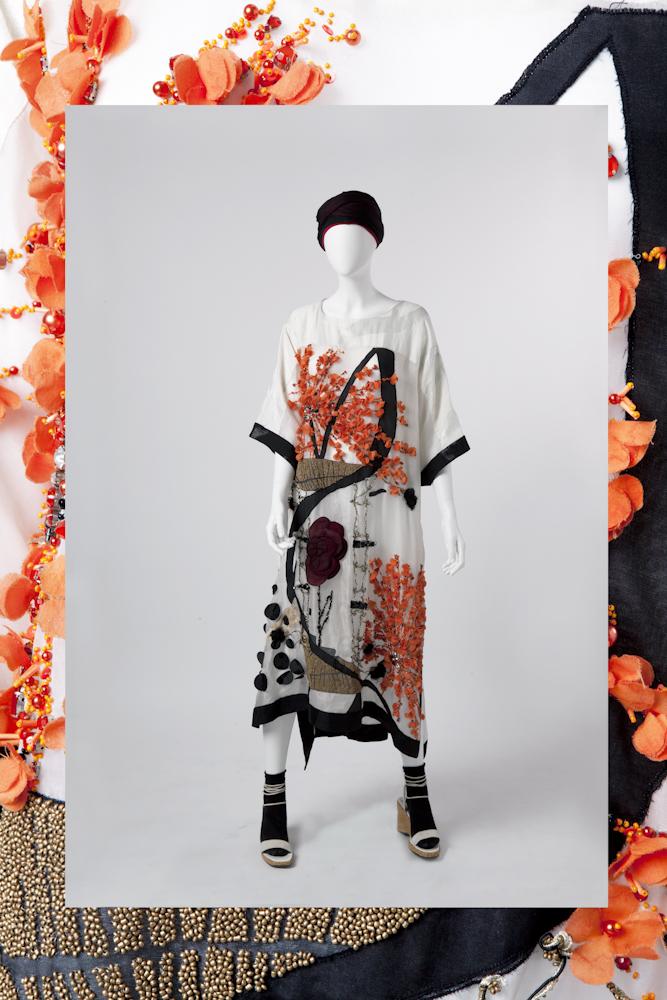 Antonio Marras Collezione Primavera/Estate 2014 Caftano in lino, seta jacquard con applicazioni a mano a motivi floreali  Archivio Antonio Marras