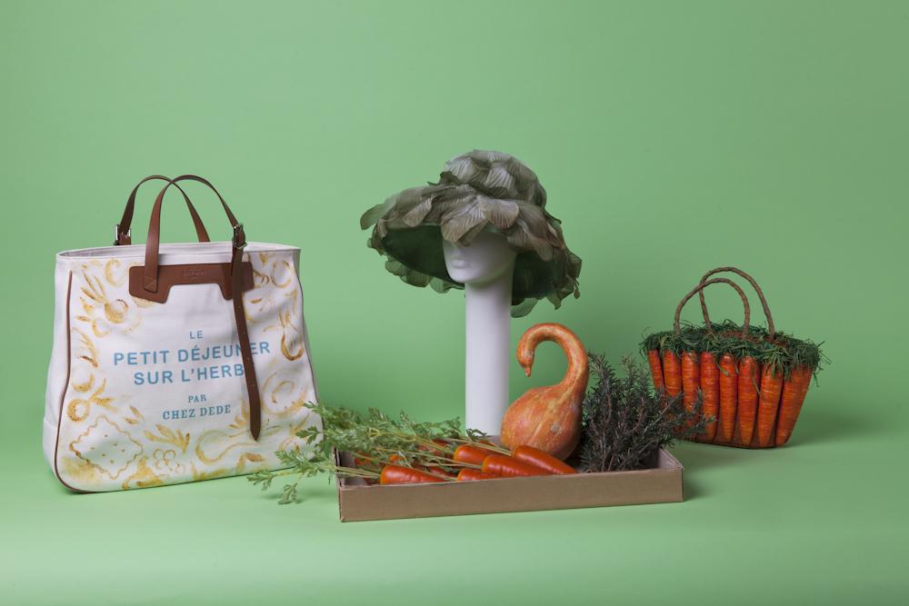 Chez Dèdè Collezione 2015 Le petite déjeuner sur l'herbe Grand sac dipinto a mano direttamente su tela, utilizzando colori ottenuti da vari alimenti. Courtesy Chez Dède
