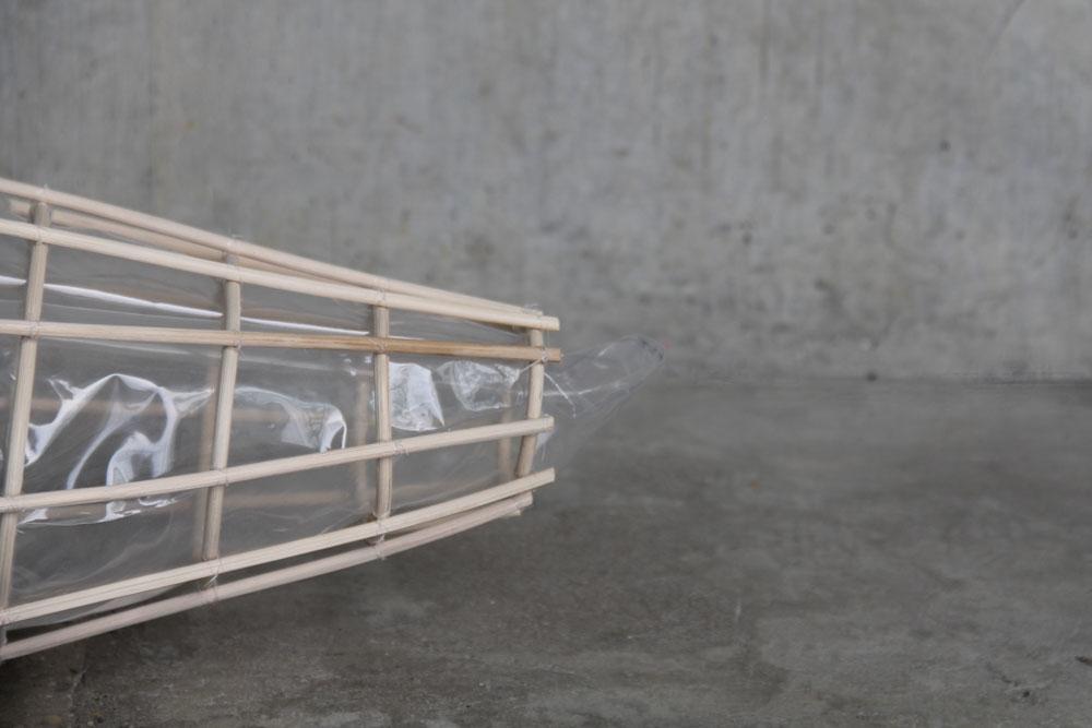 """Border Crossing, """"Nassa Float"""", dato l'uso di vecchie barche da pesca come vascelli clandestini, potrebbe essere stato creato come  dispositivo di galleggiamento per affrontare la mancanza di giubbotti di salvataggio"""