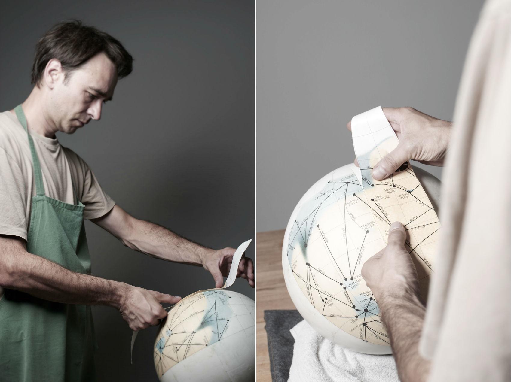 Mars Globes, Michael Plichta al lavoro su un mappamondo