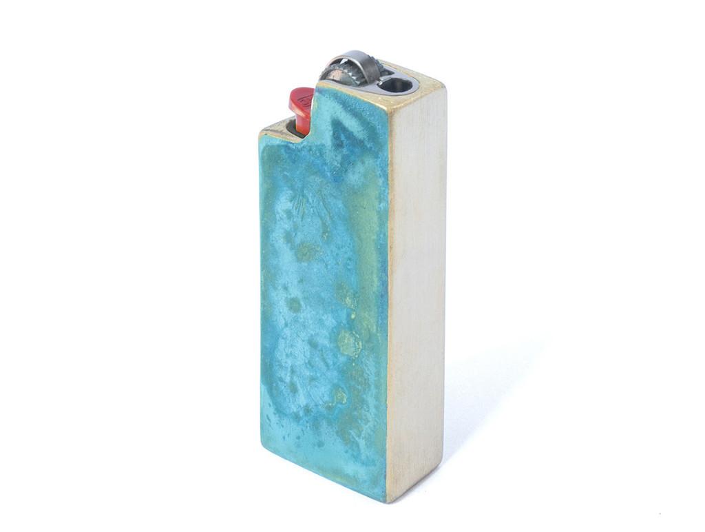 Patina Lighter Case, porta-accendino in ottone, design Cofield, made in New York (foto: Tetra)