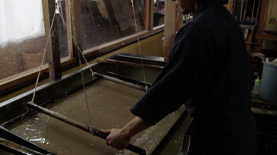 "fotogramma tratto dal video "" Making of Japanese handmade paper of Kyoto Kurotani"""
