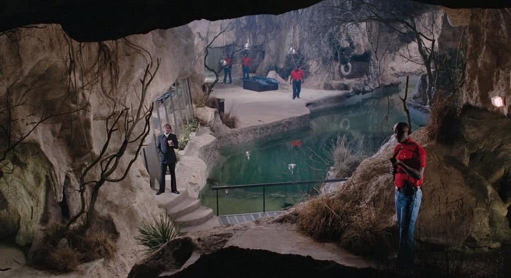"""""""Vivi e lascia morire (Live and let die)"""", 1973, Roger Moore nel ruolo di James Bond, regia di Guy Hamilton, scenografia di Simon Wakefield e Frederic C. Weiler"""