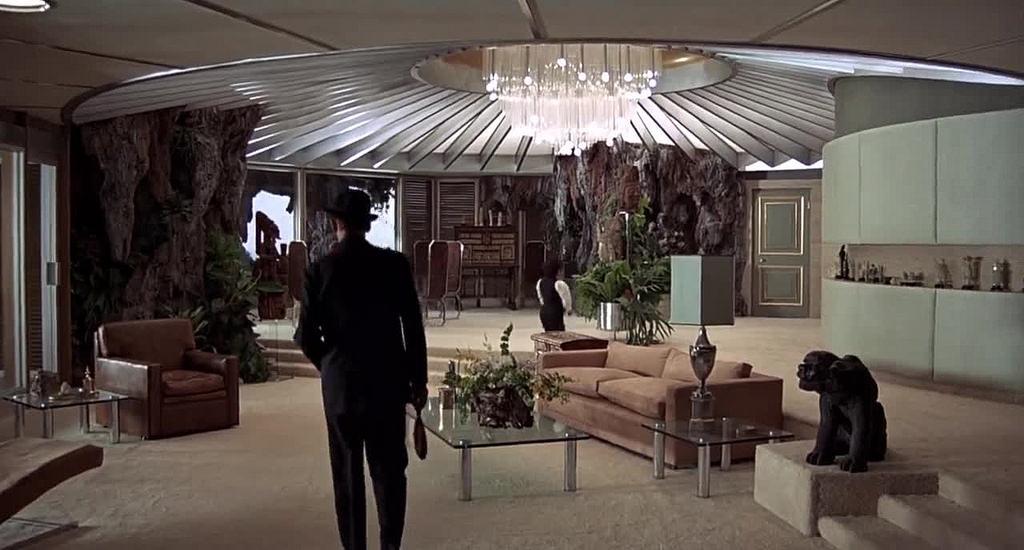 """""""L'uomo dalla pistola d'oro (The man with the golden gun)"""", 1974, Roger Moore nel ruolo di James Bond, regia di Guy Hamilton, scenografia di John Graysmark"""