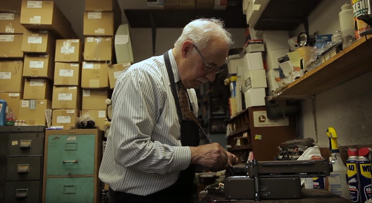 Paul Schweitzer, il padre, al lavoro