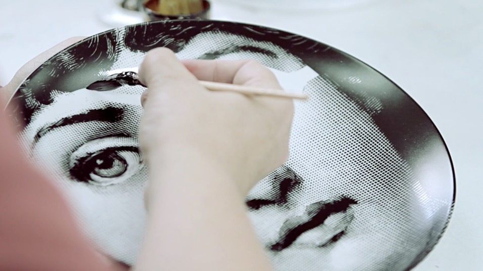 Una serie di video ti accompagna dentro all'atelier Fornasetti