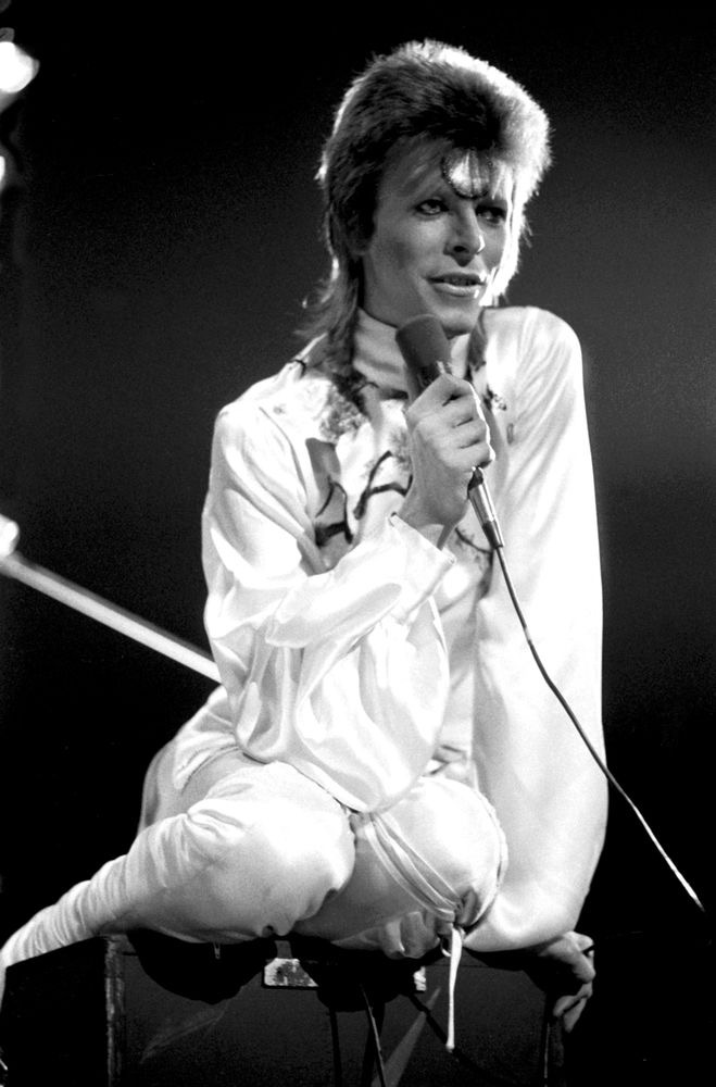 David Bowie performing live at Earls Court, London on 14th May 1973 (©Michael Putland)