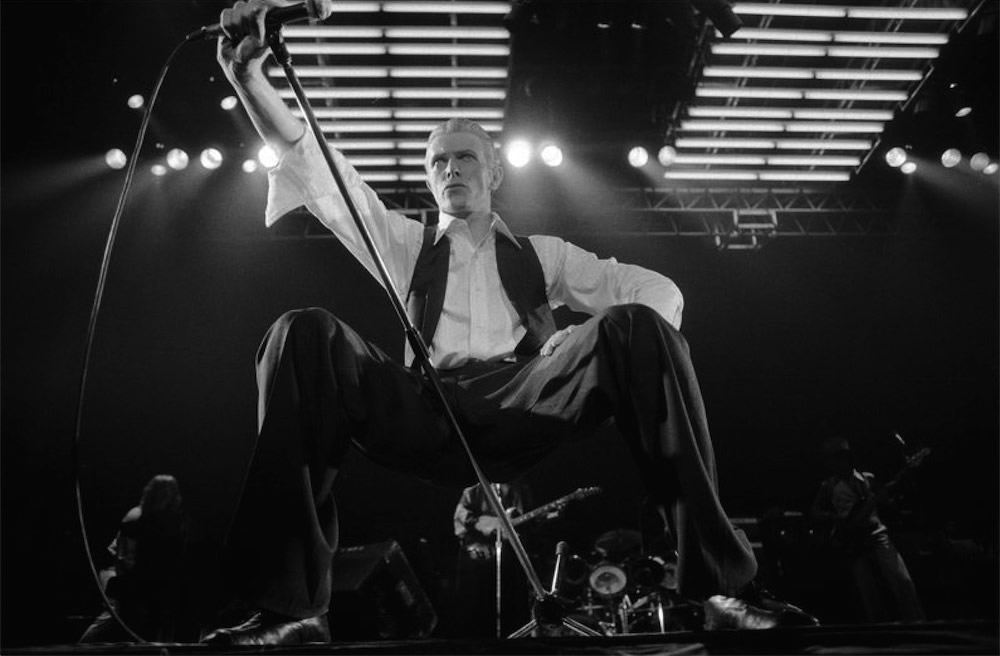 David Bowie performing live at Wembley arena, 1976 (©Michael Putland)