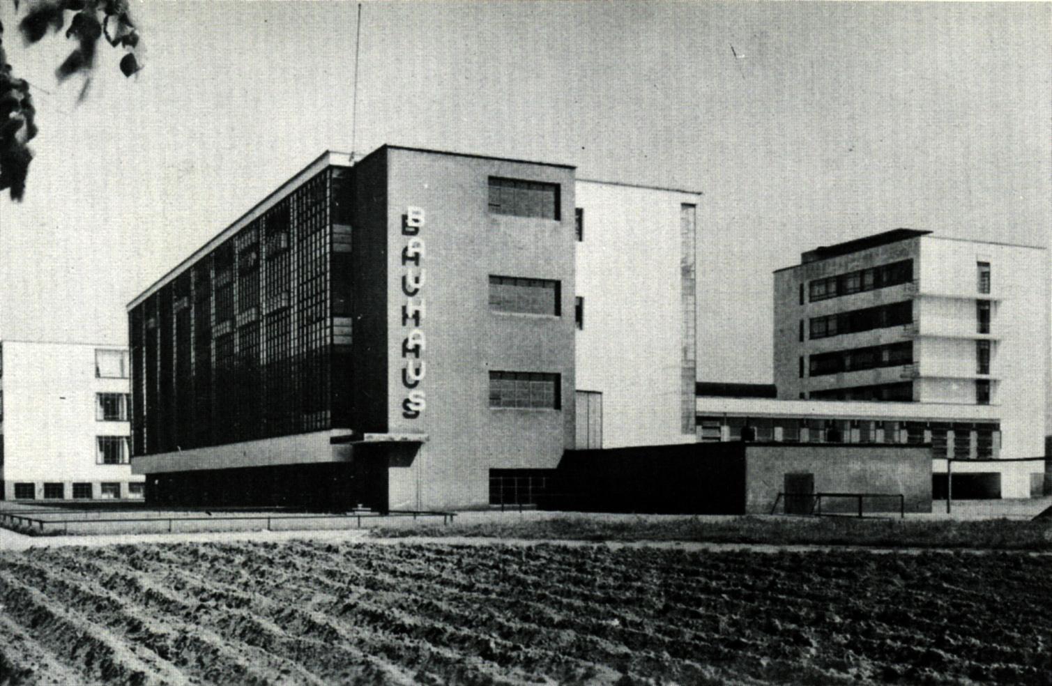una foto d'epoca del Bauhaus di Weimar