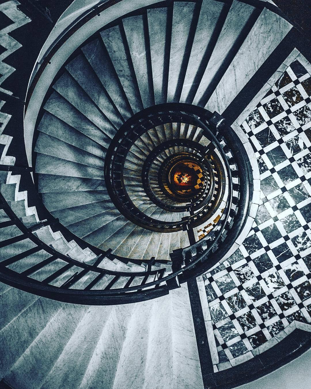 Cacciatori di scale a chiocciola frizzifrizzi - Scale a chiocciola foto ...