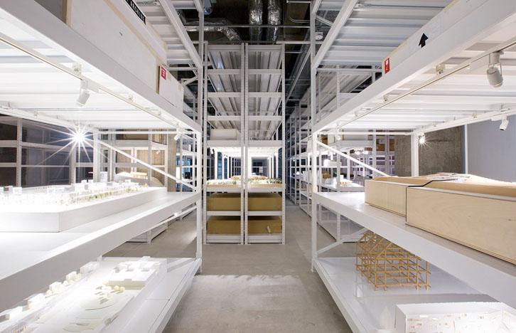 uno degli spazi espositivi e d'archiviazione (foto via: ARCHI-DEPOT)