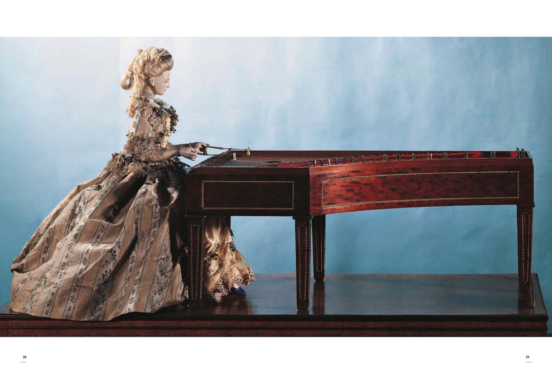 """La pianista-automa è la stessa di cui parla Paperino. """"Robot. Il grande atlante visivo sul robot, dall'antica Grecia alle intelligenze artificiali"""", a cura di Luca Beatrice, 24 Ore cultura, settembre 2016"""