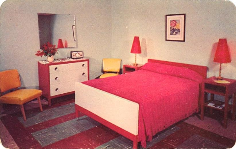 Pocono Mountains Motel Luxury (courtesy Bad Postcards)