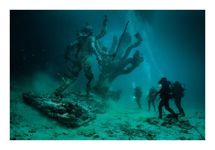 Hydra and Kali Discovered by Four Divers 1