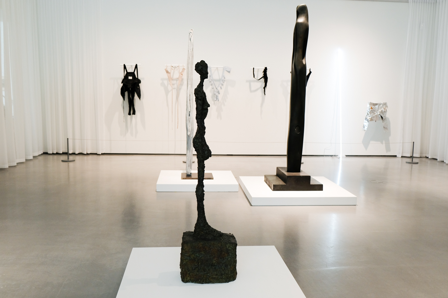 06 Alberto Giacometti Standing Woman 1958 1959 Barbara Hepworth Single Form 1969 Helmut Lang Harness Serie Cerith Wyn Evans Leaning Horizon White Neon 2015