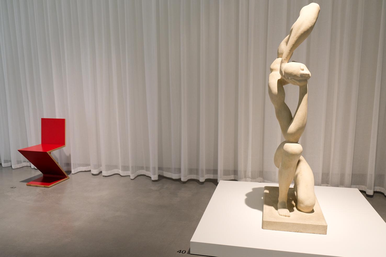 16 F.E. McWilliam Kneeling Figure 1947 Gerrit Rietveld Zig Zag chair 1934