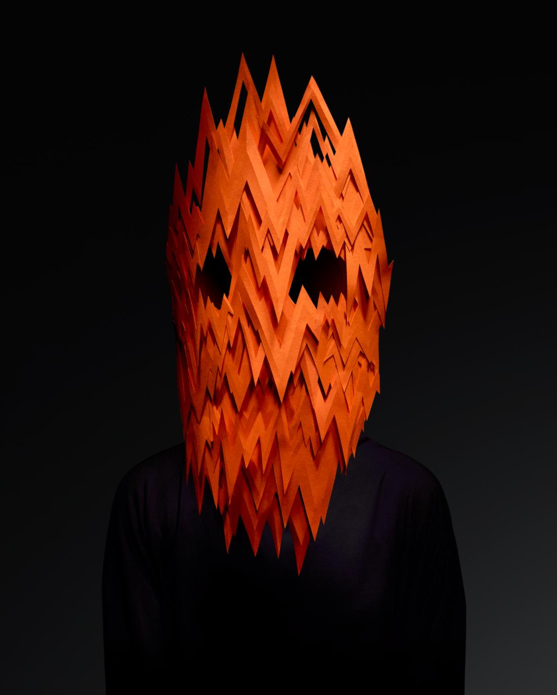 Le maschere di carta che rappresentano le emozioni