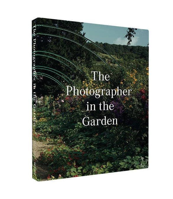 the photographer in the garden 0