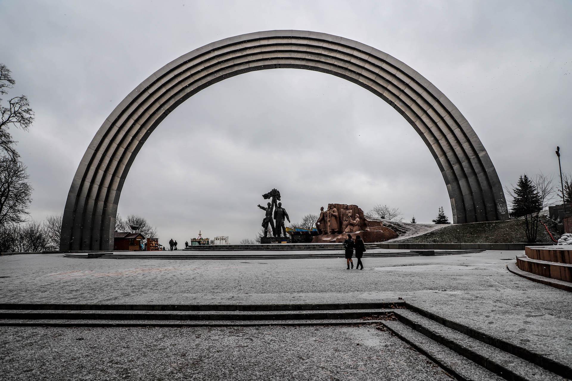 UA Kiev Friendship Arch 1
