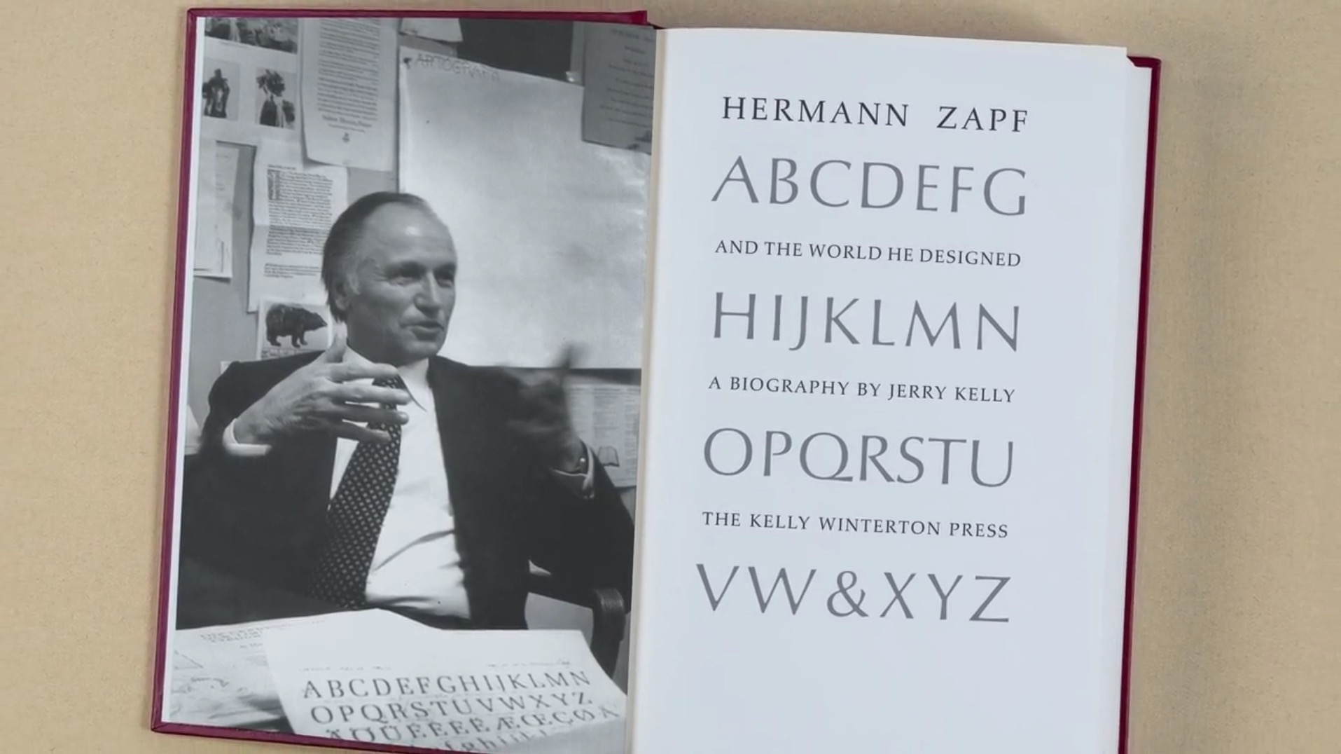 Un libro dedicato al grande disegnatore di caratteri tipografici Hermann Zapf