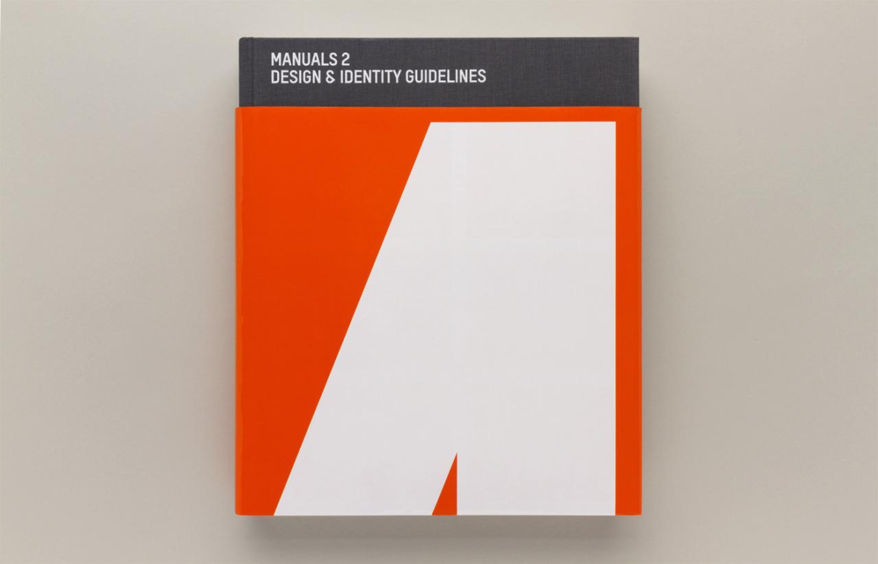 È in arrivo la ristampa di Manuals 2, un libro dedicato ai migliori manuali di identità visiva